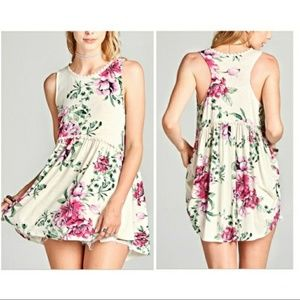 Tops - SOLD OUT NWT FLORAL TANK TOP